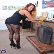 Horny British MILF Faye shows off her big boobs