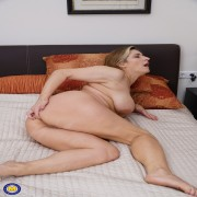 Big breasted mature Teresa Lynn playing with herself