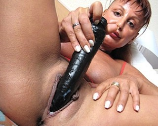 This mature nympho slut loves to het wet on her toys