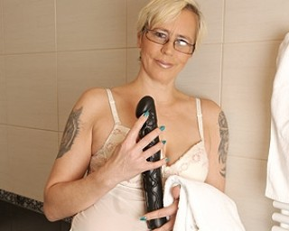 Mature slut masturbating and pissing over herself